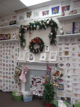 718 Christmas Wall