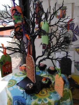 725 Halloween tree