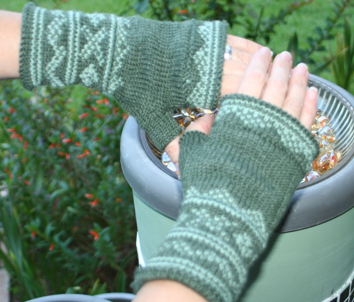 801 Deanne's Lusekofte-sque Mitts